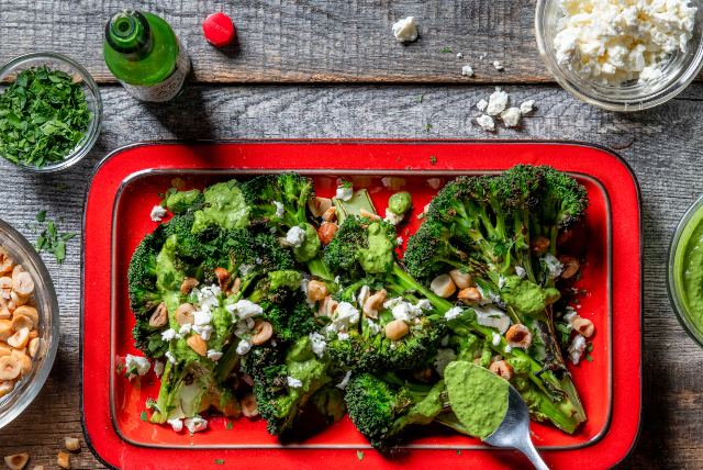 Brokula s zelenim tahinijem i zelenim TABASCO umakom